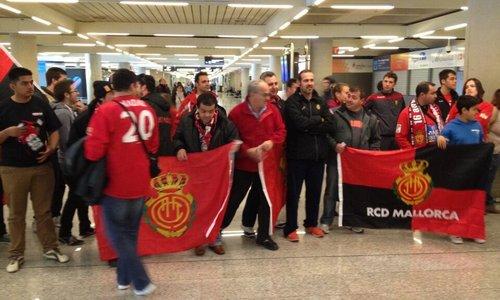 Importante recibimiento al RCD Mallorca en Son Sant Joan