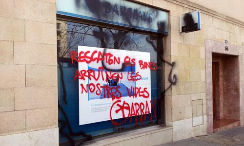 Ataque y sabotaje a una oficina bancaria
