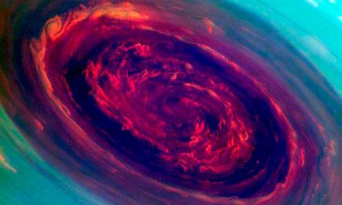 La NASA capta un impresionante huracán en Saturno