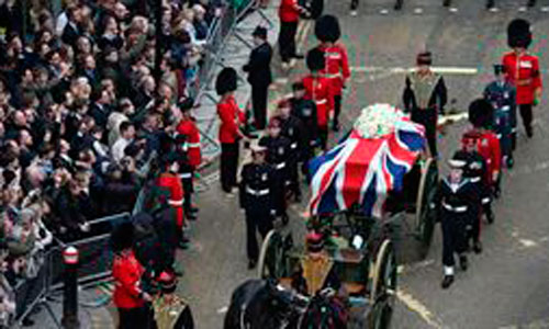 Miles de británicos despiden a Thatcher