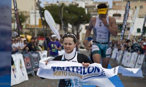 Schmitt y Colom ganan el Triathlon Internacional de Portocolom