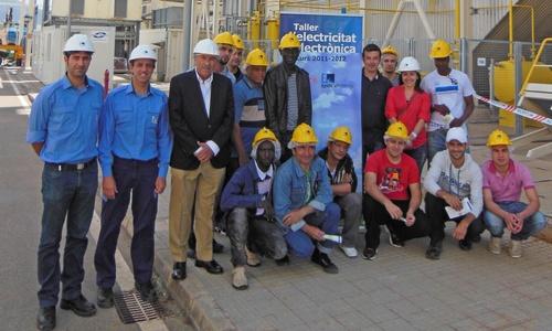 Alumnos de Cáritas visitan la central eléctrica de Son Reus