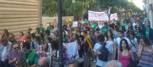 Una manifestación de 5.000 personas cierra la huelga de Educación