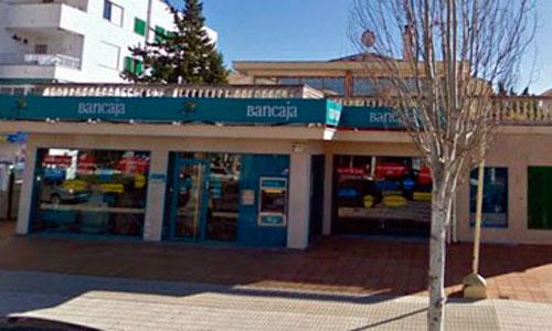 Un policía apuñala a un extrabajador de Bankia