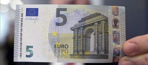 Pagar con el nuevo billete de 5 euros: misión imposible