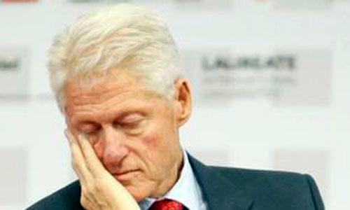 Bill Clinton se duerme ante los ojos del príncipe Felipe
