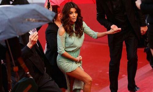 Eva Longoria enseña la ropa interior en Cannes
