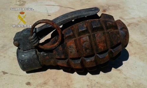 Encuentran una granada con la carga intacta en un vertedero de Ciutadella