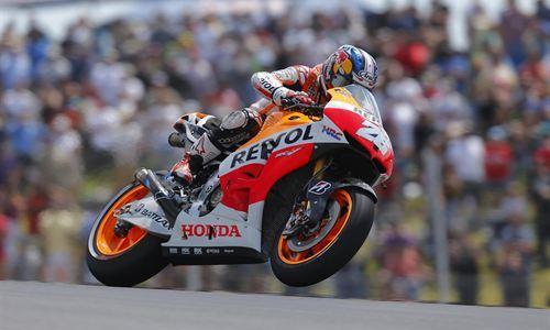 Lorenzo, tercero después de un feo adelantamiento de Márquez
