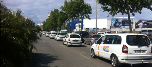 Más de un centenar de taxis recorre Palma en caravana
