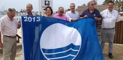 La Colònia de Sant Jordi cuelga sus dos banderas azules
