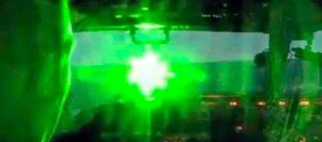 La Policía perseguirá el uso de punteros láser contra aviones