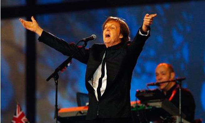 Paul McCartney detiene un concierto por un fuerte olor a marihuana