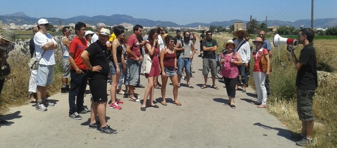 Cerca de un centenar de 'marchaires' en favor de la huerta del Molinar