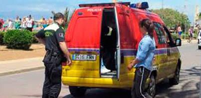 Detenidas tres masajistas de la Platja de Palma por estancia irregular
