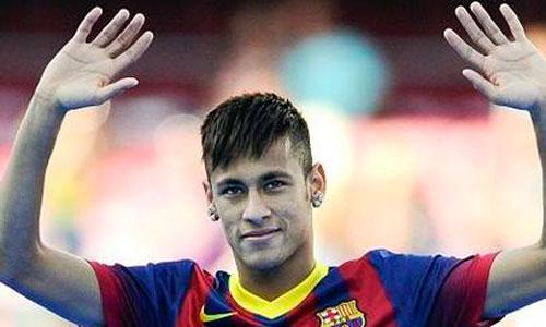 Julio Iglesias dejó su avión a Neymar para viajar a Barcelona