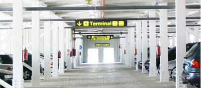 Extrabajadores denunciarán a la subcontrata del párking del aeropuerto
