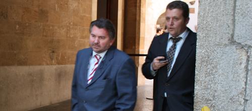 Gómez Reino molesto con Fiol por su queja ante el Colegio de Abogados