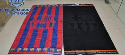 Desmantelada una red de falsificación de productos del FC Barcelona