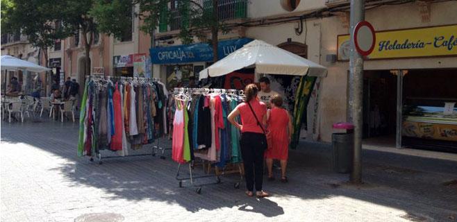 Los empresarios denuncian una nueva invasión de vendedores ambulantes
