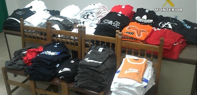 Detenido por vender más de 350 camisetas de marcas falsificadas