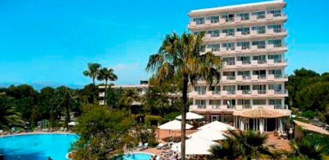 Un joven se precipita desde el primer piso de un hotel en Playa de Palma
