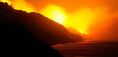 El Ibanat espera tener controlado el incendio esta misma tarde