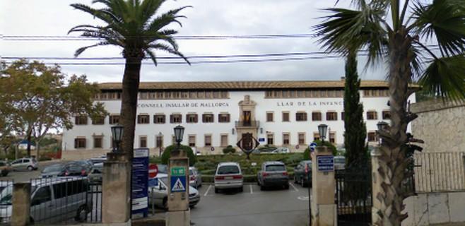 Carmen Abrines desimputa a 34 extrabajadores del Consell de Mallorca