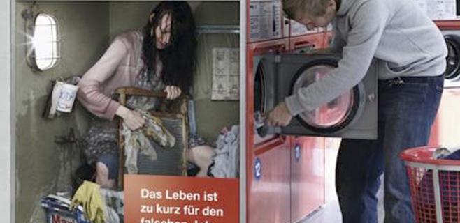Un anuncio presenta personas explotadas como máquinas