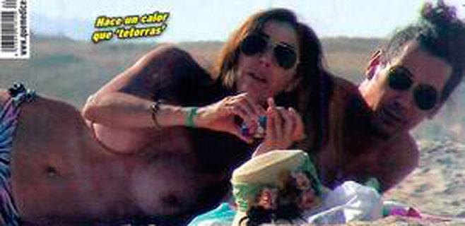 Paz Padilla, pillada en topless