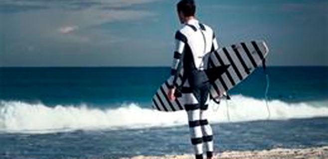 Un traje para surfistas que evita el ataque de los tiburones