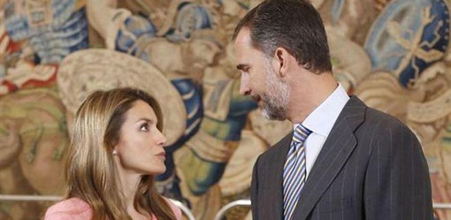 Letizia vuelve a Madrid, su familia se queda