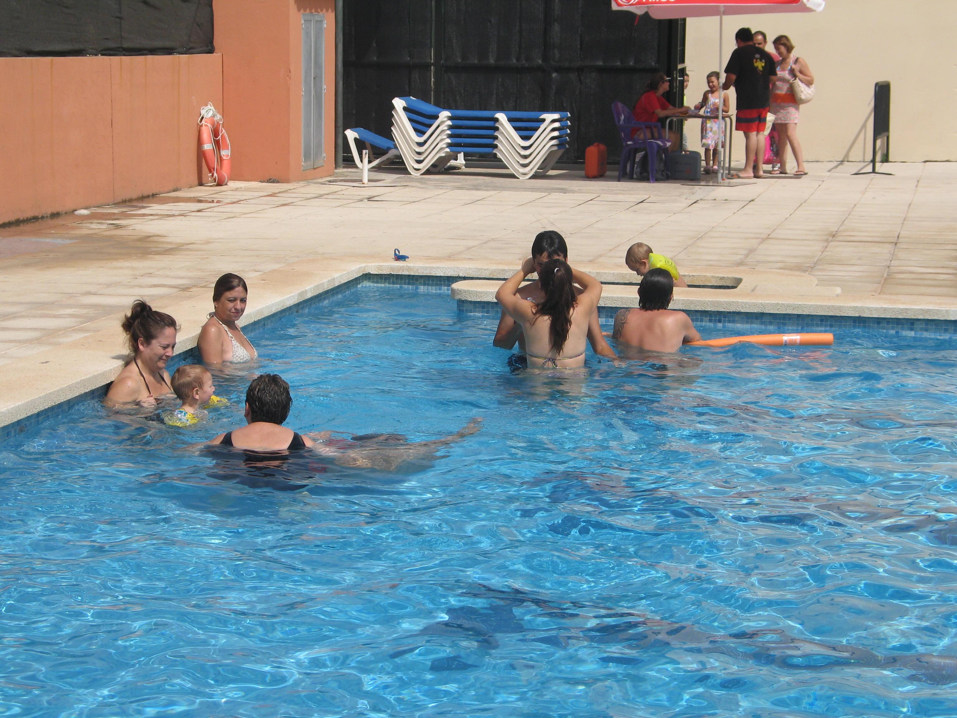 1200 abonados a las piscinas de Marratxí