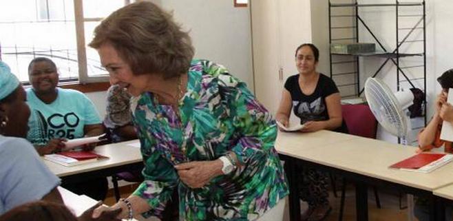La Reina visita las instalaciones de Cáritas Mallorca