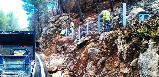 Mallas metálicas para asegurar la carretera de Andratx-Estellencs