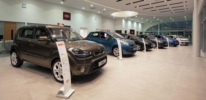 Las ventas de coches registran la mayor bajada en agosto con un 27%