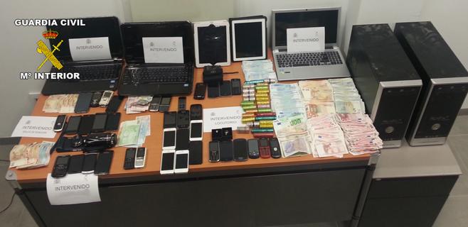 Desmanteladas dos bandas dedicadas a robar y revender móviles