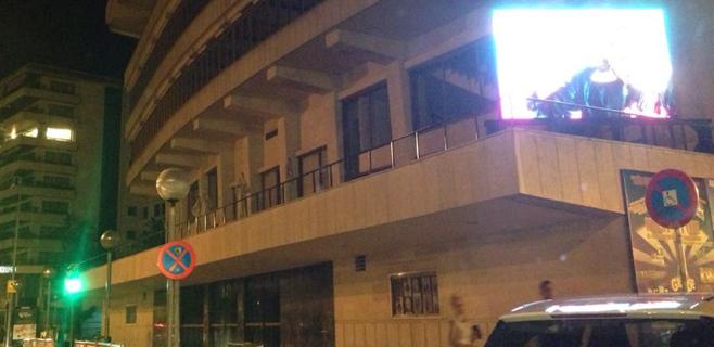 Profesores de autoescuela reprueban el LED de la fachada del Auditorium