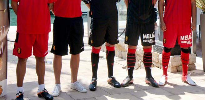 El mallorquinismo, con el pantalón negro