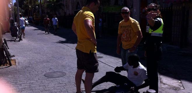 Actuaci�n policial contra la venta ambulante en la Platja de Palma