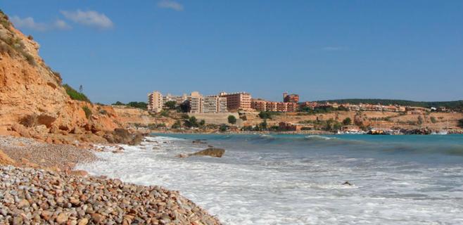 Cerrada la Cala de Port Adriano por desprendimientos de rocas
