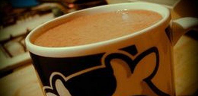 Beber dos tazas de chocolate mantiene el cerebro sano