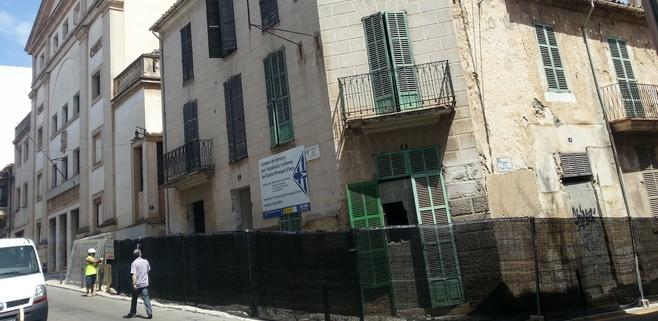 Se inicia el derribo de las casas anexas al Teatre Principal