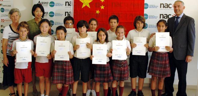 Alumnos del Agora Portals reciben el certificado YCT chino