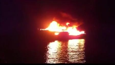 Arde un yate en Formentera