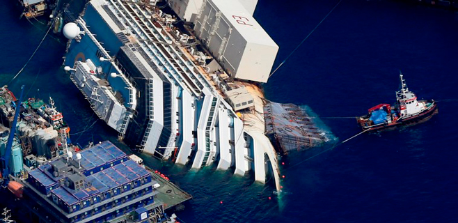El Costa Concordia recupera la verticalidad