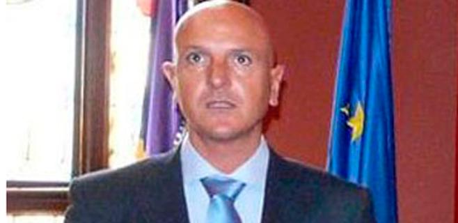 Dimite Enrique Calvo tras su imputación