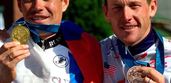 Armstrong devuelve su medalla olímpica