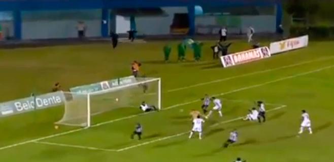 El masajista para el gol en el minuto 89 y huye para que no le agredan
