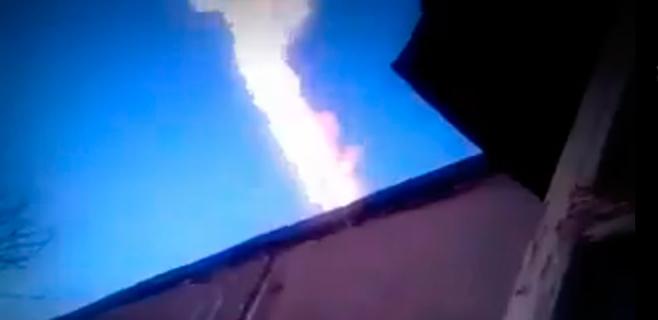 El este de Rusia tiembla con una gran estela en el cielo